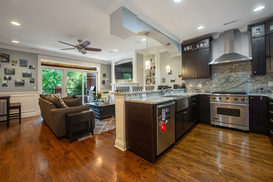 Real Estate Photography - 1308 W. Addison St., 2W, Chicago, IL, 60613 - Kitchen