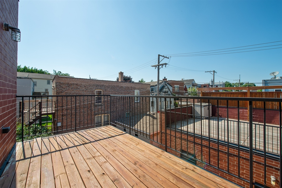 Real Estate Photography - 1308 W. Addison St., 2W, Chicago, IL, 60613 - Deck