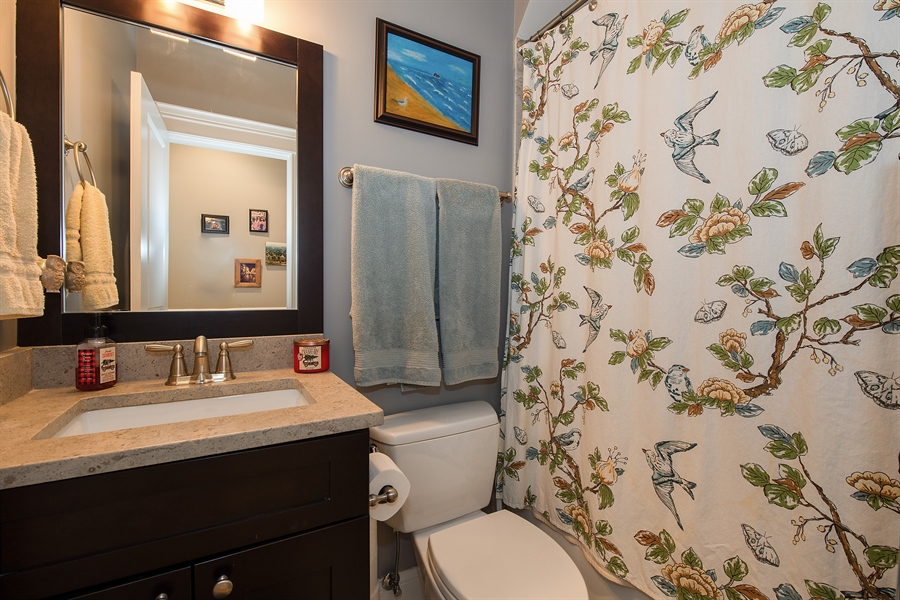 Real Estate Photography - 1308 W. Addison St., 2W, Chicago, IL, 60613 - 2nd Bathroom