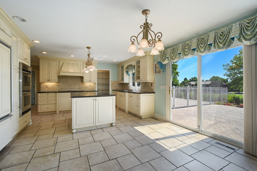 Real Estate Photography - 2 John Dr, Hawthorn Woods, IL, 60047 - Kitchen / Breakfast Room