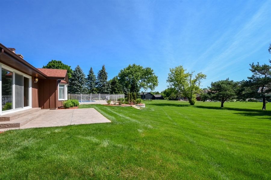 Real Estate Photography - 2 John Dr, Hawthorn Woods, IL, 60047 - Back Yard