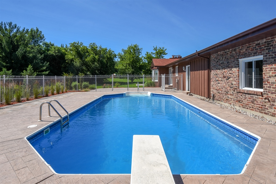 Real Estate Photography - 2 John Dr, Hawthorn Woods, IL, 60047 - Pool