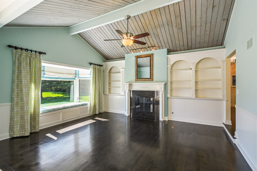 Real Estate Photography - 2 John Dr, Hawthorn Woods, IL, 60047 - Family Room