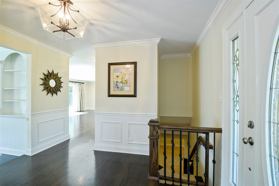 Real Estate Photography - 2 John Dr, Hawthorn Woods, IL, 60047 - Foyer