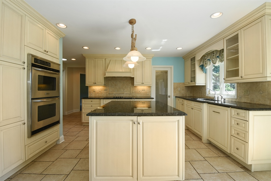 Real Estate Photography - 2 John Dr, Hawthorn Woods, IL, 60047 - Kitchen