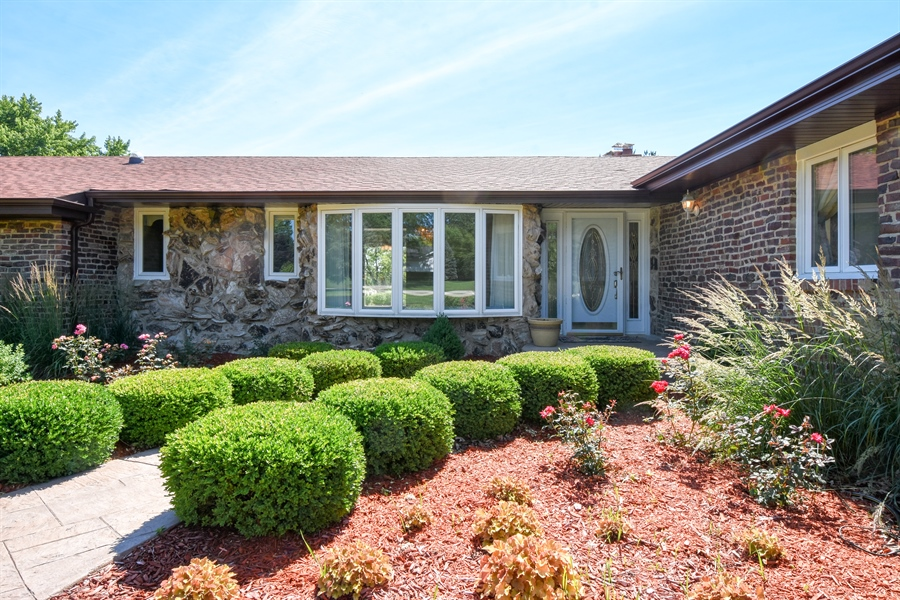 Real Estate Photography - 2 John Dr, Hawthorn Woods, IL, 60047 - Front View