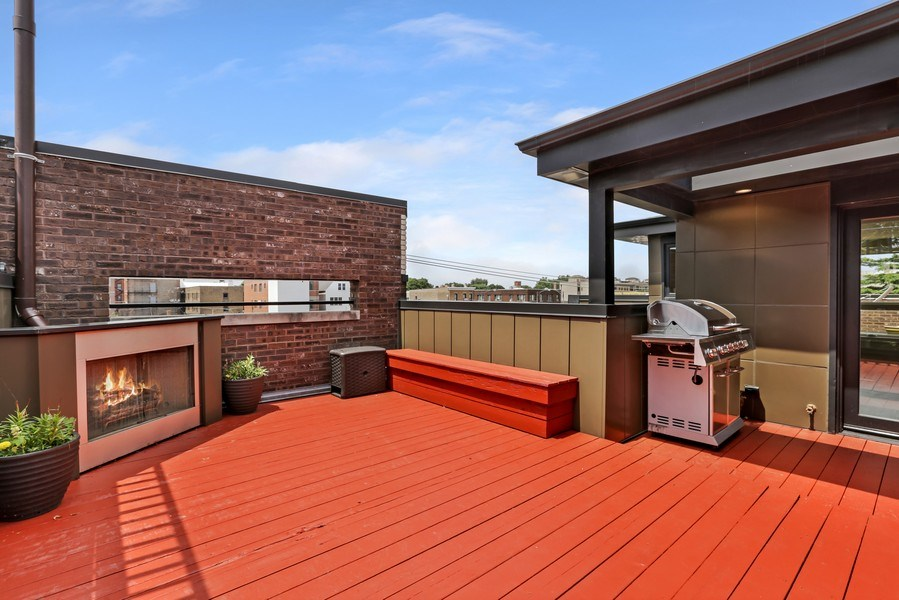 Real Estate Photography - 1544 West Henderson Street, Chicago, IL, 60657 - Main Floor Rear Deck