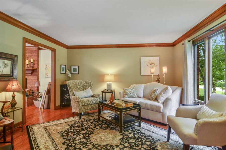 Real Estate Photography - 6 university, Hawthorn Woods, IL, 60047 - Living Room