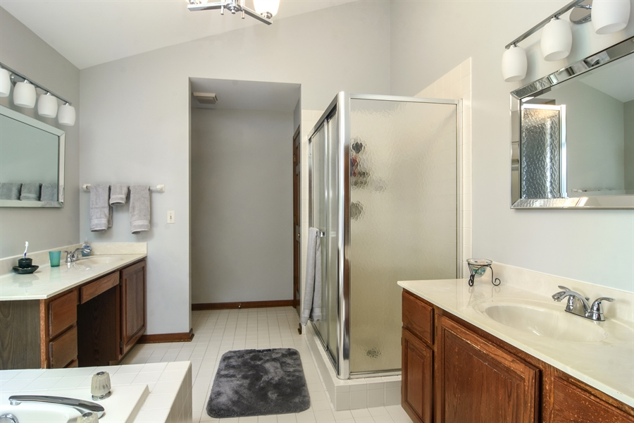 Real Estate Photography - 6 university, Hawthorn Woods, IL, 60047 - Master Bathroom