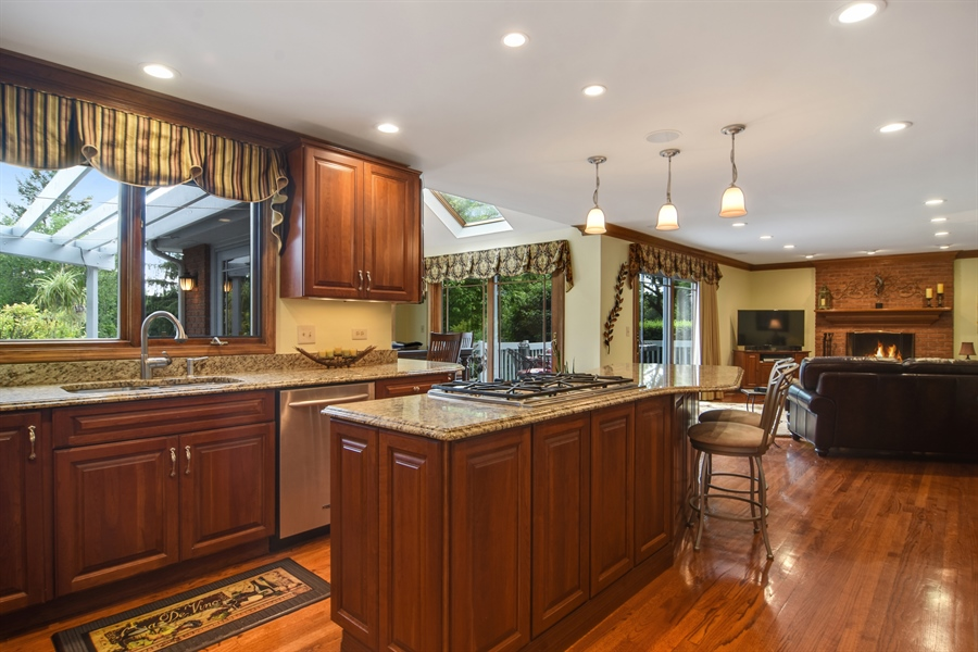 Real Estate Photography - 6 university, Hawthorn Woods, IL, 60047 - Kitchen