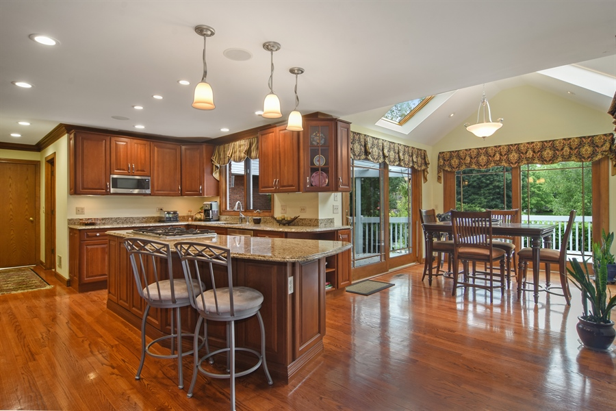 Real Estate Photography - 6 university, Hawthorn Woods, IL, 60047 - Kitchen / Breakfast Room
