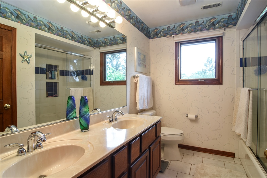 Real Estate Photography - 6 university, Hawthorn Woods, IL, 60047 - Bathroom