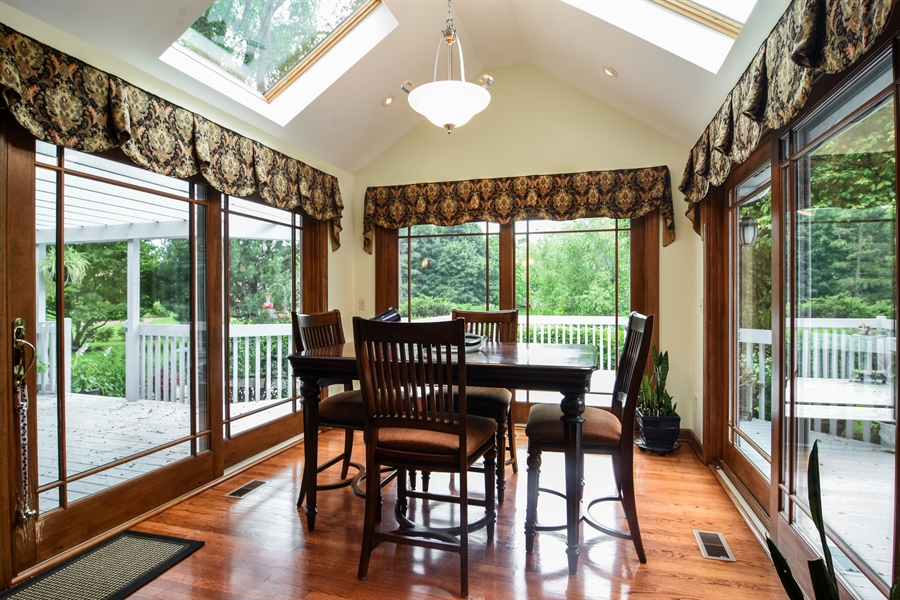 Real Estate Photography - 6 university, Hawthorn Woods, IL, 60047 - Breakfast Nook