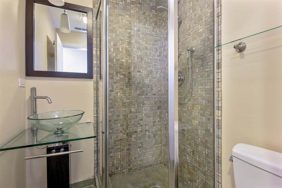 Real Estate Photography - 2310 N Leavitt, G, Chicago, IL, 60647 - 2nd Bathroom
