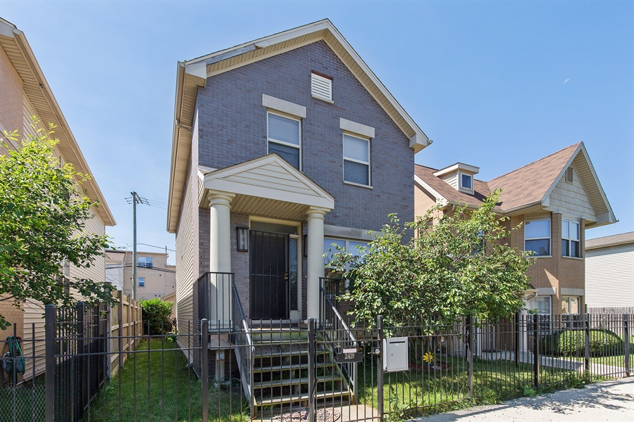 Real Estate Photography - 2419 W Gladys, Chicago, IL, 60612 - Front View