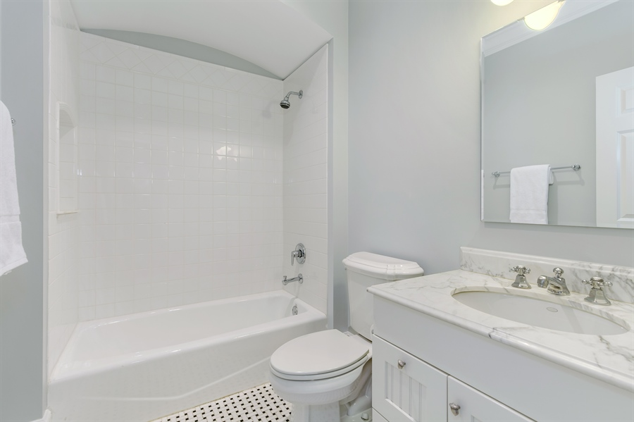 Real Estate Photography - 978 Cherry, Winnetka, IL, 60093 - 4th Bathroom