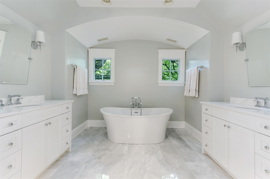 Real Estate Photography - 978 Cherry, Winnetka, IL, 60093 - Master Bathroom