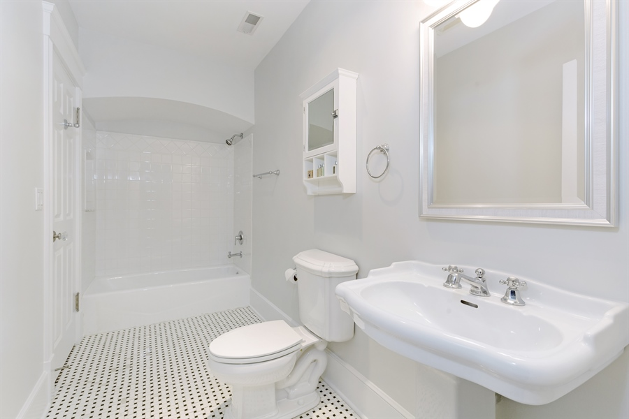 Real Estate Photography - 978 Cherry, Winnetka, IL, 60093 - Bathroom