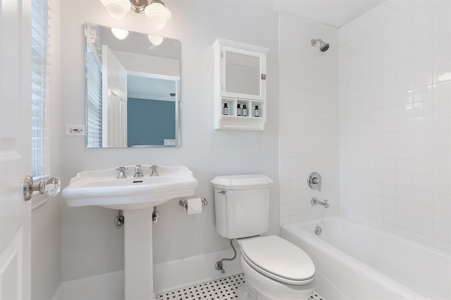 Real Estate Photography - 978 Cherry, Winnetka, IL, 60093 - 2nd Bathroom