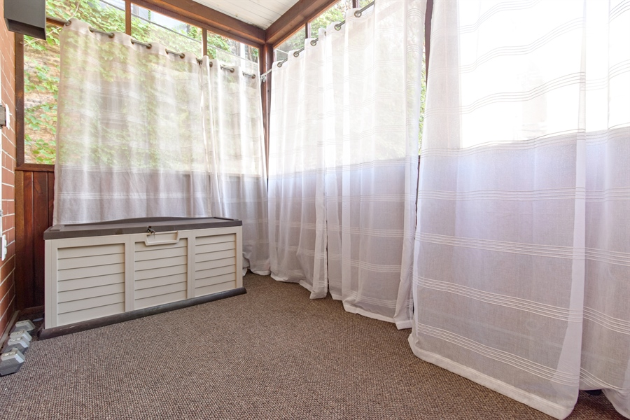 Real Estate Photography - 4226 N. Ashland Ave., 1A, Chicago, IL, 60613 - Porch