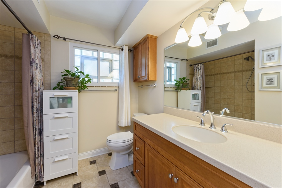 Real Estate Photography - 619 W Fairview, Arlington Heights, IL, 60005 - Bathroom