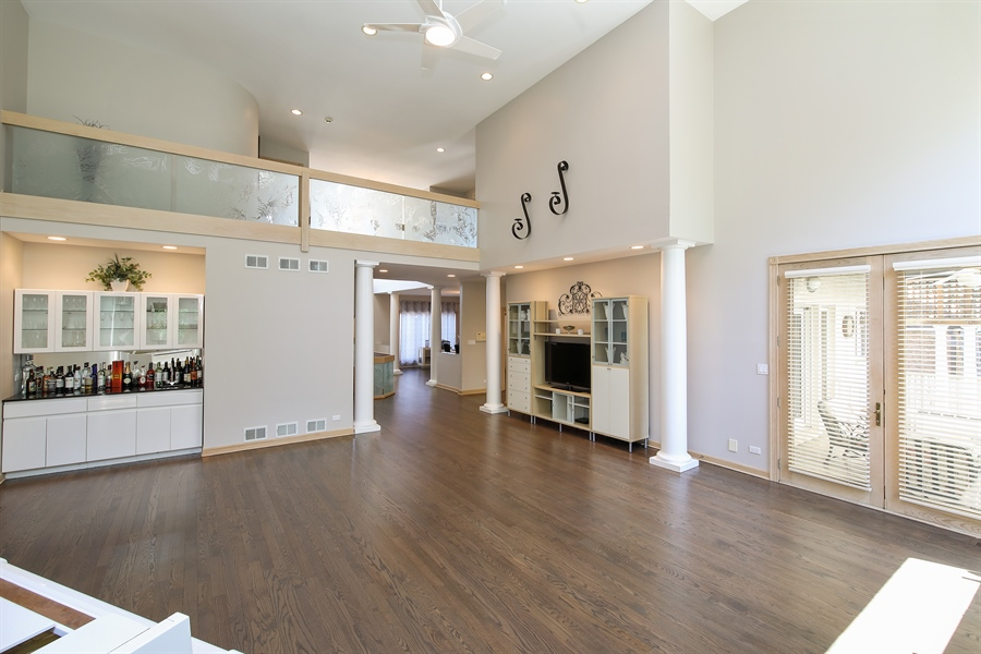 Real Estate Photography - 4307 Westview Dr, Northbrook, IL, 60062 - Living Room