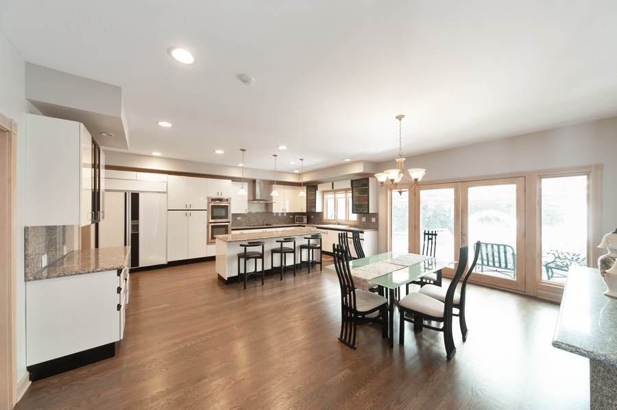 Real Estate Photography - 4307 Westview Dr, Northbrook, IL, 60062 - Kitchen / Breakfast Room