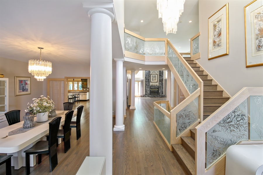 Real Estate Photography - 4307 Westview Dr, Northbrook, IL, 60062 - Foyer