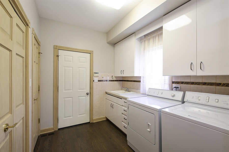 Real Estate Photography - 4307 Westview Dr, Northbrook, IL, 60062 - Laundry Room