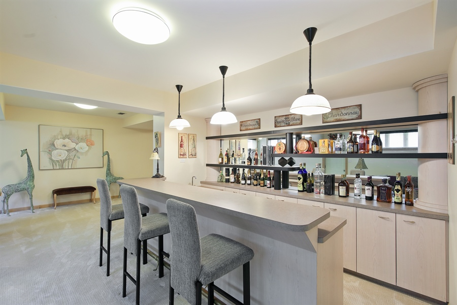 Real Estate Photography - 4307 Westview Dr, Northbrook, IL, 60062 - Bar