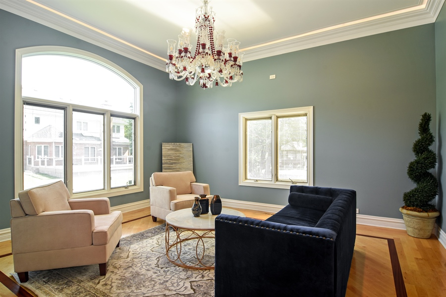 Real Estate Photography - 2227 W Lincoln St., Mount Prospect, IL, 60056 - Living Room
