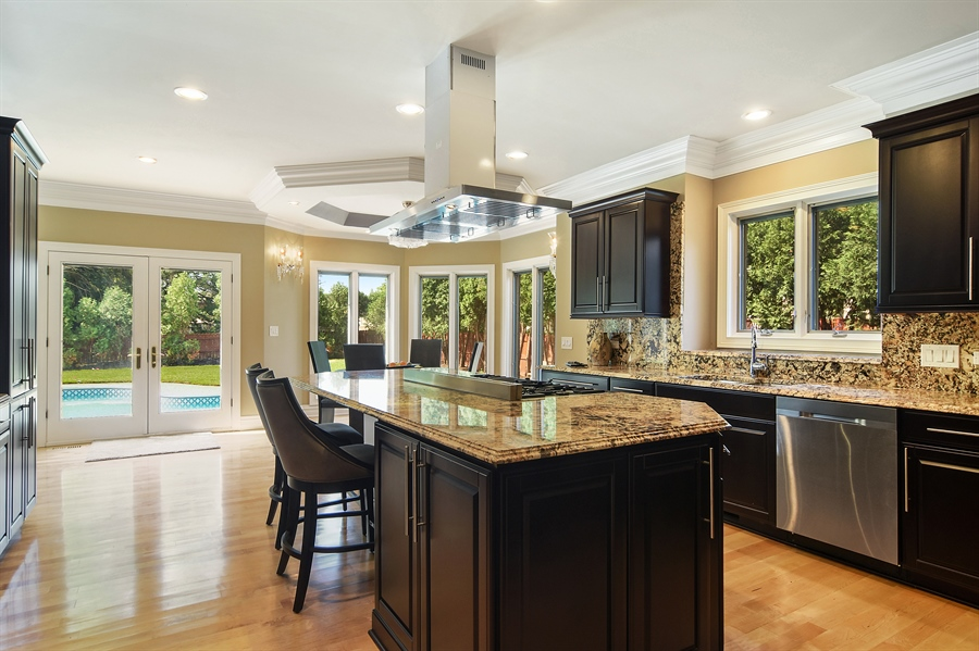 Real Estate Photography - 2227 W Lincoln St., Mount Prospect, IL, 60056 - Kitchen