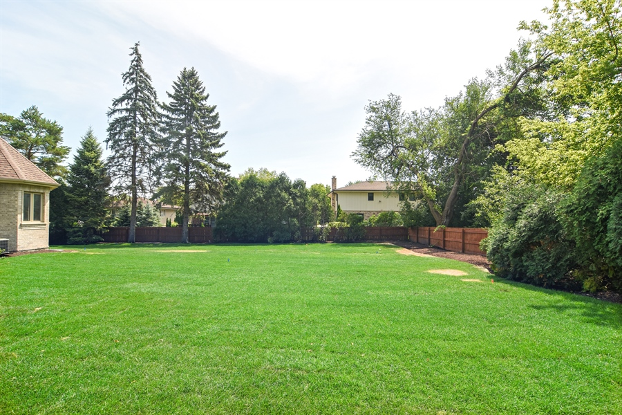 Real Estate Photography - 2227 W Lincoln St., Mount Prospect, IL, 60056 - Back Yard