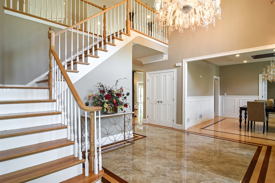 Real Estate Photography - 2227 W Lincoln St., Mount Prospect, IL, 60056 - Foyer