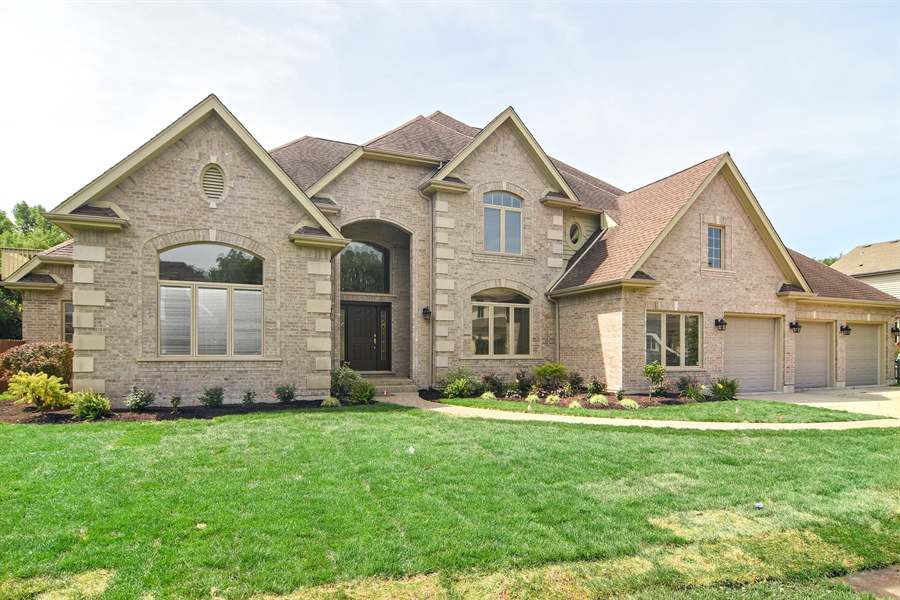 Real Estate Photography - 2227 W Lincoln St., Mount Prospect, IL, 60056 - Front View