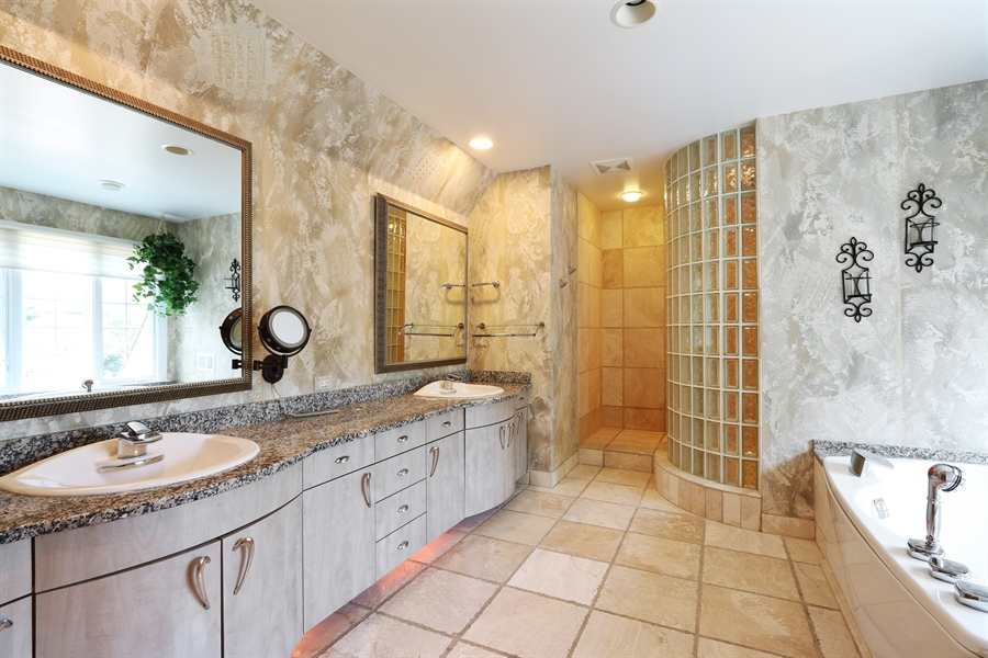 Real Estate Photography - 9 Bannockburn Ct, Bannockburn, IL, 60015 - Master Bathroom
