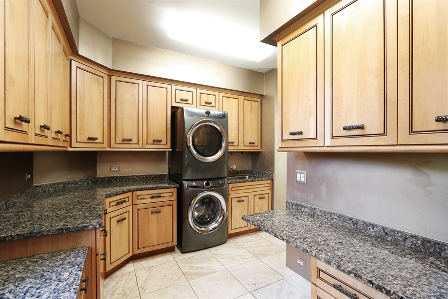 Real Estate Photography - 9 Bannockburn Ct, Bannockburn, IL, 60015 - Laundry Room