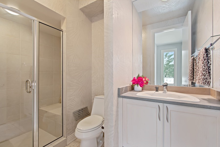 Real Estate Photography - 9 Bannockburn Ct, Bannockburn, IL, 60015 - Full 1st Floor Bath