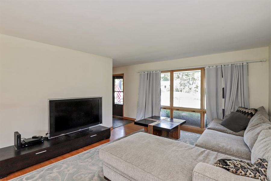 Real Estate Photography - 757 Lincoln Ave, Lake Bluff, IL, 60044 - Living Room