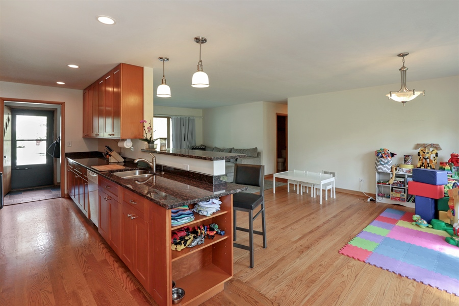 Real Estate Photography - 757 Lincoln Ave, Lake Bluff, IL, 60044 - Kitchen / Breakfast Room