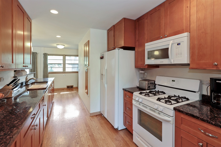 Real Estate Photography - 757 Lincoln Ave, Lake Bluff, IL, 60044 - Kitchen