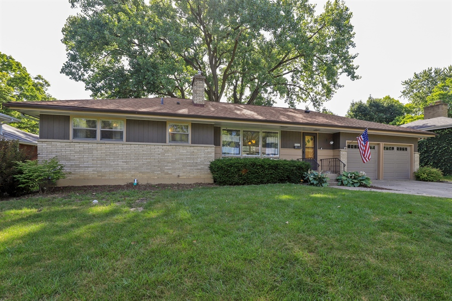 Real Estate Photography - 757 Lincoln Ave, Lake Bluff, IL, 60044 - Front View