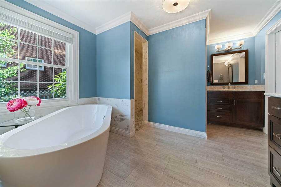 Real Estate Photography - 201 S Monroe St, Hinsdale, IL, 60521 - Master Bathroom
