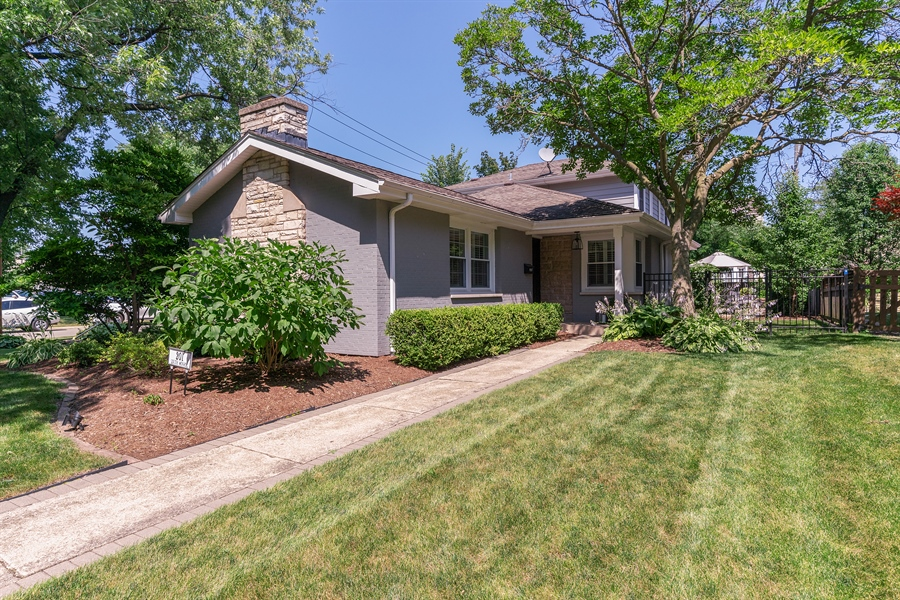 Real Estate Photography - 201 S Monroe St, Hinsdale, IL, 60521 - Front View