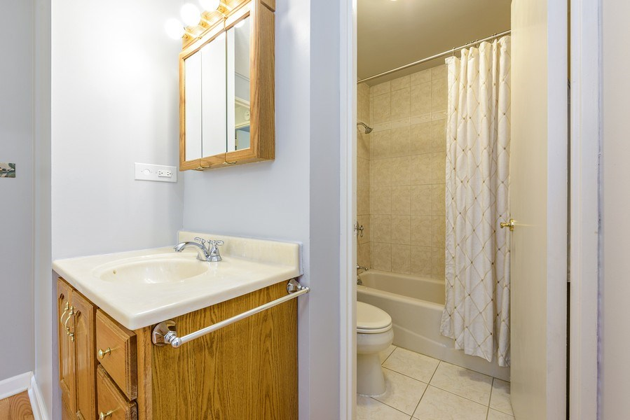 Real Estate Photography - 1415 N Dearborn, 8B, Chicago, IL, 60610 - Master Bathroom