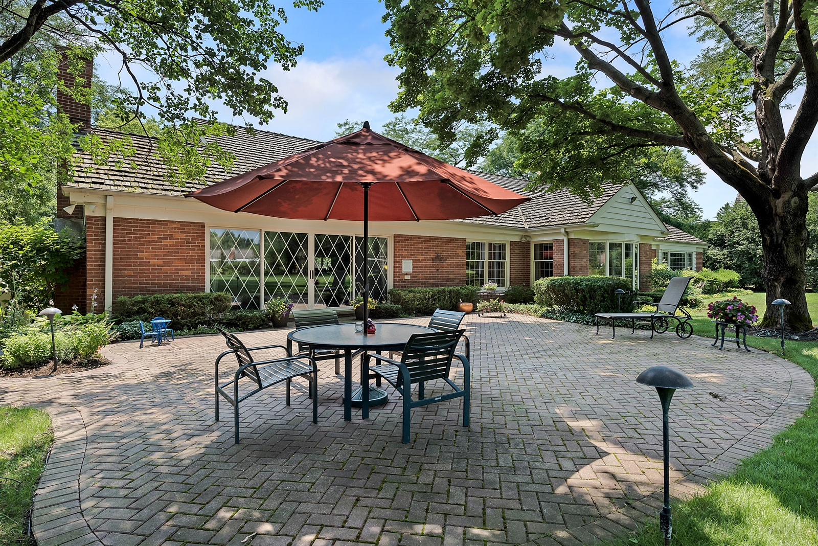 Real Estate Photography - 125 Red Barn Ln, Northfield, IL, 60093 - Patio