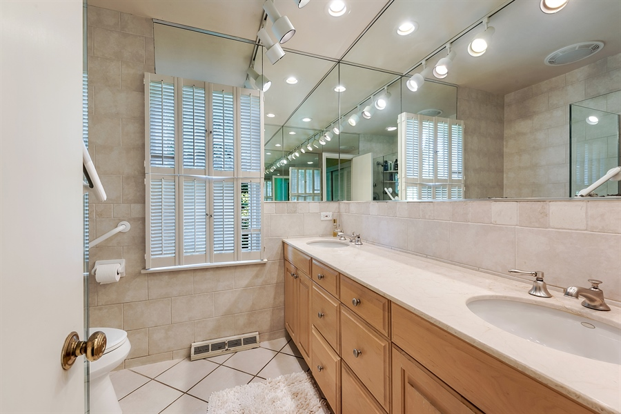 Real Estate Photography - 125 Red Barn Ln, Northfield, IL, 60093 - Master Bathroom