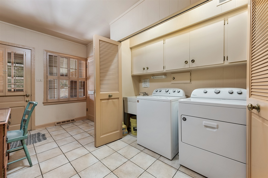 Real Estate Photography - 125 Red Barn Ln, Northfield, IL, 60093 - Laundry Room