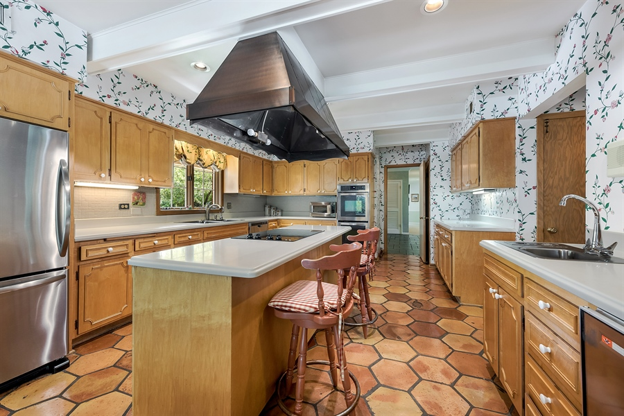 Real Estate Photography - 125 Red Barn Ln, Northfield, IL, 60093 - Kitchen