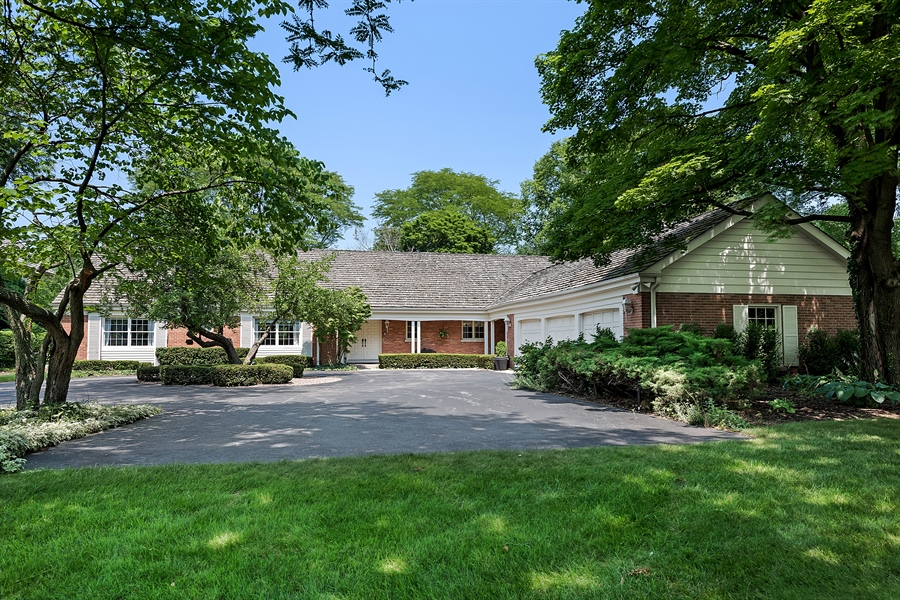 Real Estate Photography - 125 Red Barn Ln, Northfield, IL, 60093 - Front View